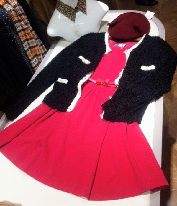 酒红色猫耳帽搭配party风格连衣裙