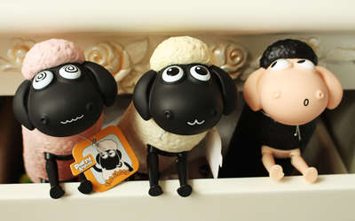 卖家说 超级可爱的小羊肖恩  萌翻啦  呆呆的表情  灵活的小腿 站着