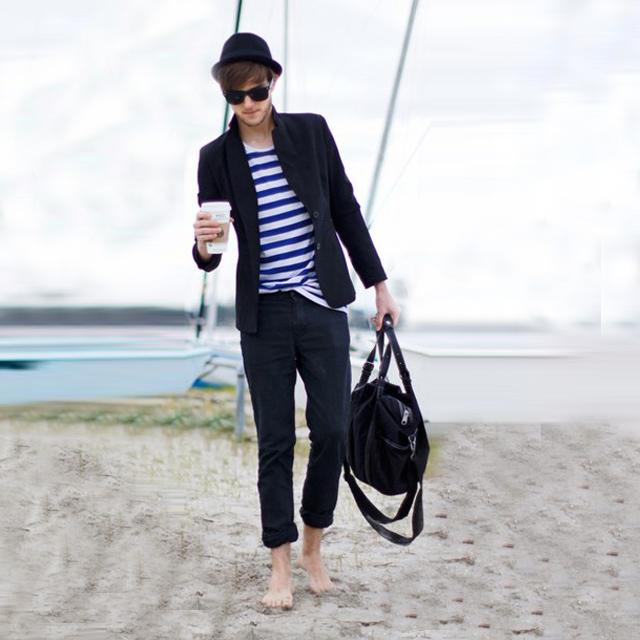 蓝色条纹衫和休闲西装的搭配没想到可以达到那么帅气