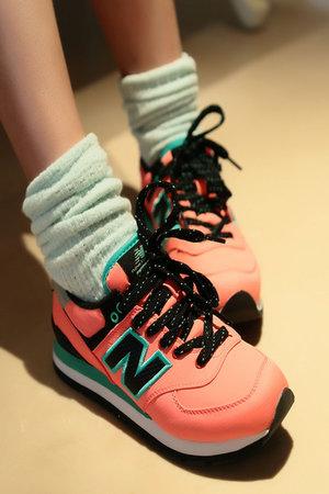 堆堆袜搭配运动鞋图片