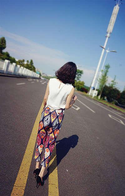 去云南旅行穿衣打扮_棉麻的夏天穿着不会那么热      去云南丽江旅游这款更是不错的